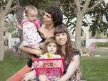 Patricia y Pilar con sus dos niñas.