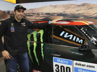 Nani Roma presenta su coche para el Dakar 2015
