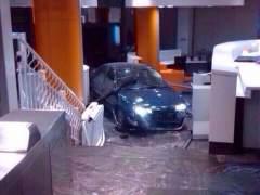 Un coche se estrella en G�nova