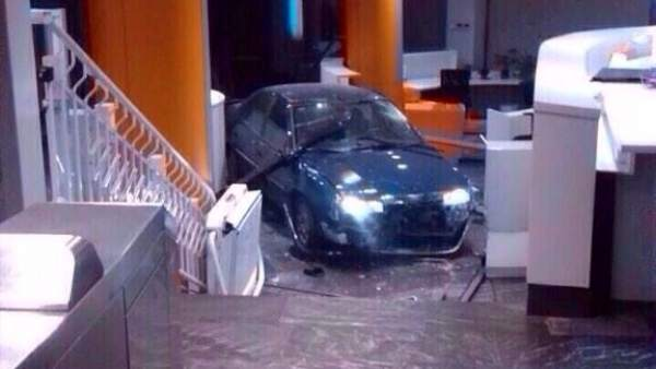 Un coche se estrella en Génova
