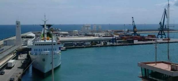 Hallan el cadáver de un joven magrebí en aguas próximas al puerto de Melilla