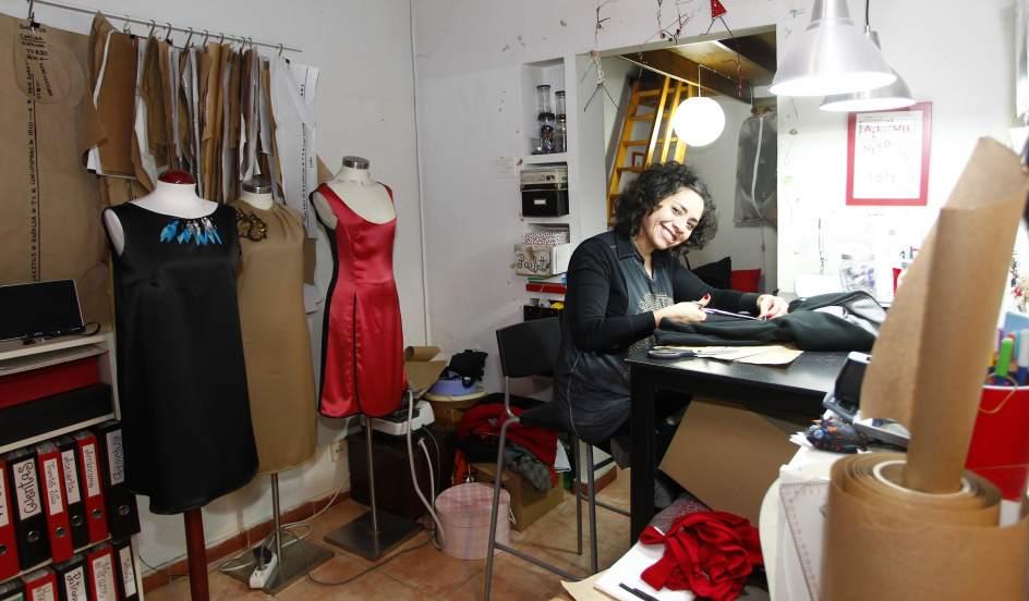 La diferencia entre mujeres y hombres emprendedores se ha for Taller de costura madrid