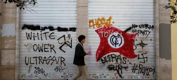 Pintadas de Ultras Sur en la calle Marceliano Santa María