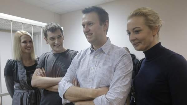 Alexéi y Oleg Navalni en el juicio