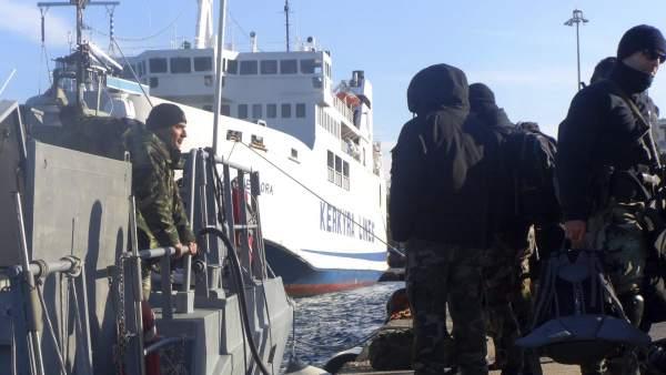 Un barco con cientos de inmigrantes pide auxilio desde el mar Adriático