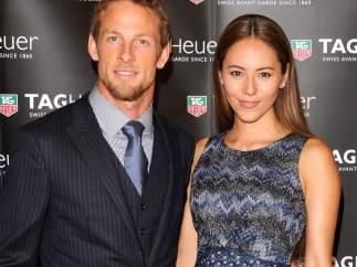 Jenson Button y Jessica Michibata.