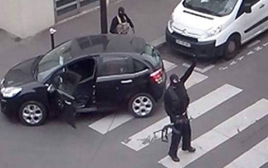 Imagen de las dos personas que han atacado el semanario francés 'Charlie Hebdo'.  Ver más en: http://www.20minutos.es/fotos/imagen/ataque-a-charlie-hebdo-204897/???#xtor=AD-15&xts=467263
