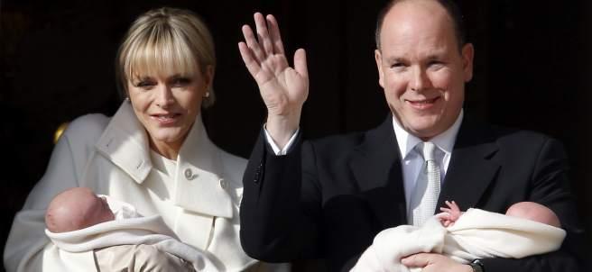 Alberto de Mónaco y su mujer presentan a sus hijos.