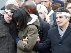 Trabajadores de 'Charlie Hebdo', destrozados