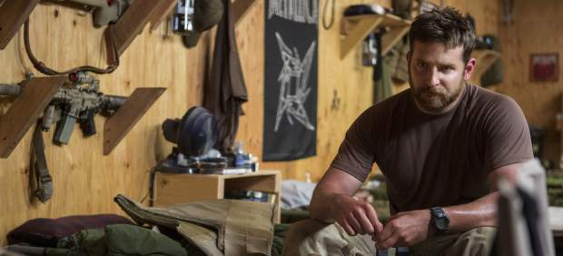 """'The Sniper' '/> </p> <p> <em> The sniper </em> <em> (American Sniper </em>) Clint Eastwood has been harshly criticized by the Iranian Supreme Leader, Ayatollah Ali Khamenei, who sees the film starring Bradley Cooper <strong> form encourage new attacks against Muslims. </strong> </p> <p> """"The film encourages a young Christian or non-Muslim to harass and offend Muslims"""", said Ayatollah Ali Khamenei in the state newspaper <em> IRAN Farsi </em>. However, notes the newspaper itself and collects the portal <em> Deadline </em>, the Iranian leader said <strong> three weeks ago in Parliament that he had not seen the movie starring <a target="""