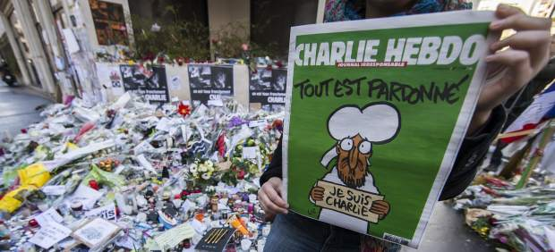 La revista 'Charlie Hebdo' anuncia que su próximo número queda aplazado indefinidamente