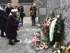 Ofrenda floral en Auschwitz