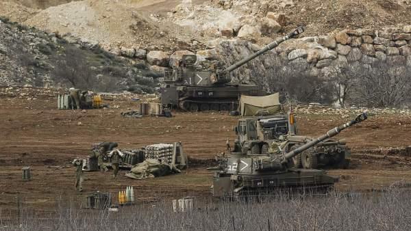Baterías israelíes en los altos del Golán