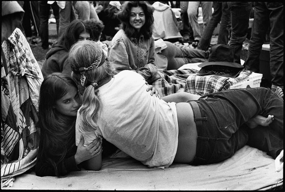 Público. 90.000 personas asistieron al concierto de los Rolling Stones fotografiado por Joseph Szabo
