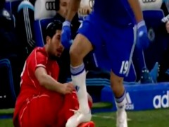 Diego Costa pisa a Emre Can