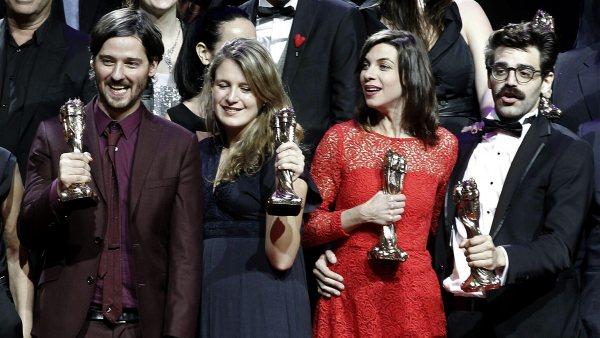 Equipo de '10.000 km' celebran los Premios Gaudí