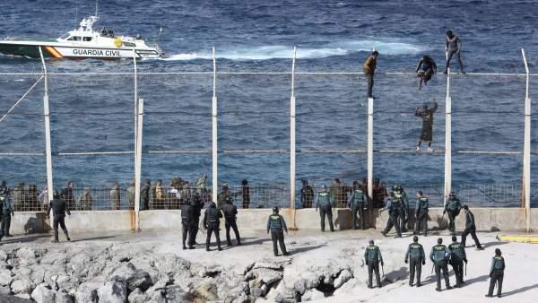 Detenidos diez inmigrantes por organizar el salto a la valla de Ceuta de julio