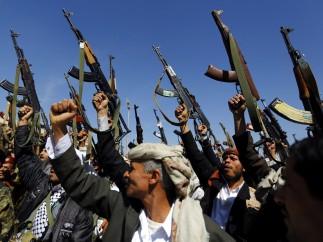 Armas arriba en Saná