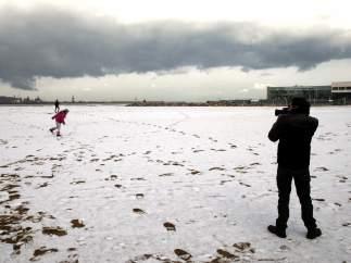 Nieve en la playa de Gijón