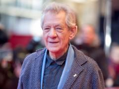 """Ian McKellen dice que aunque """"la mitad de Hollywood es gay"""", en sus películas """"no existen"""""""