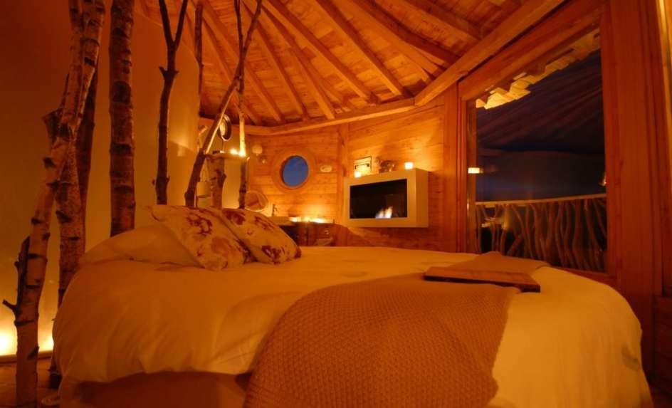 Zuhaitz etxeak durmiendo arriba en la copa de los - Cabana en los arboles ...