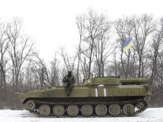 Un tanque ucraniano en la nieve.
