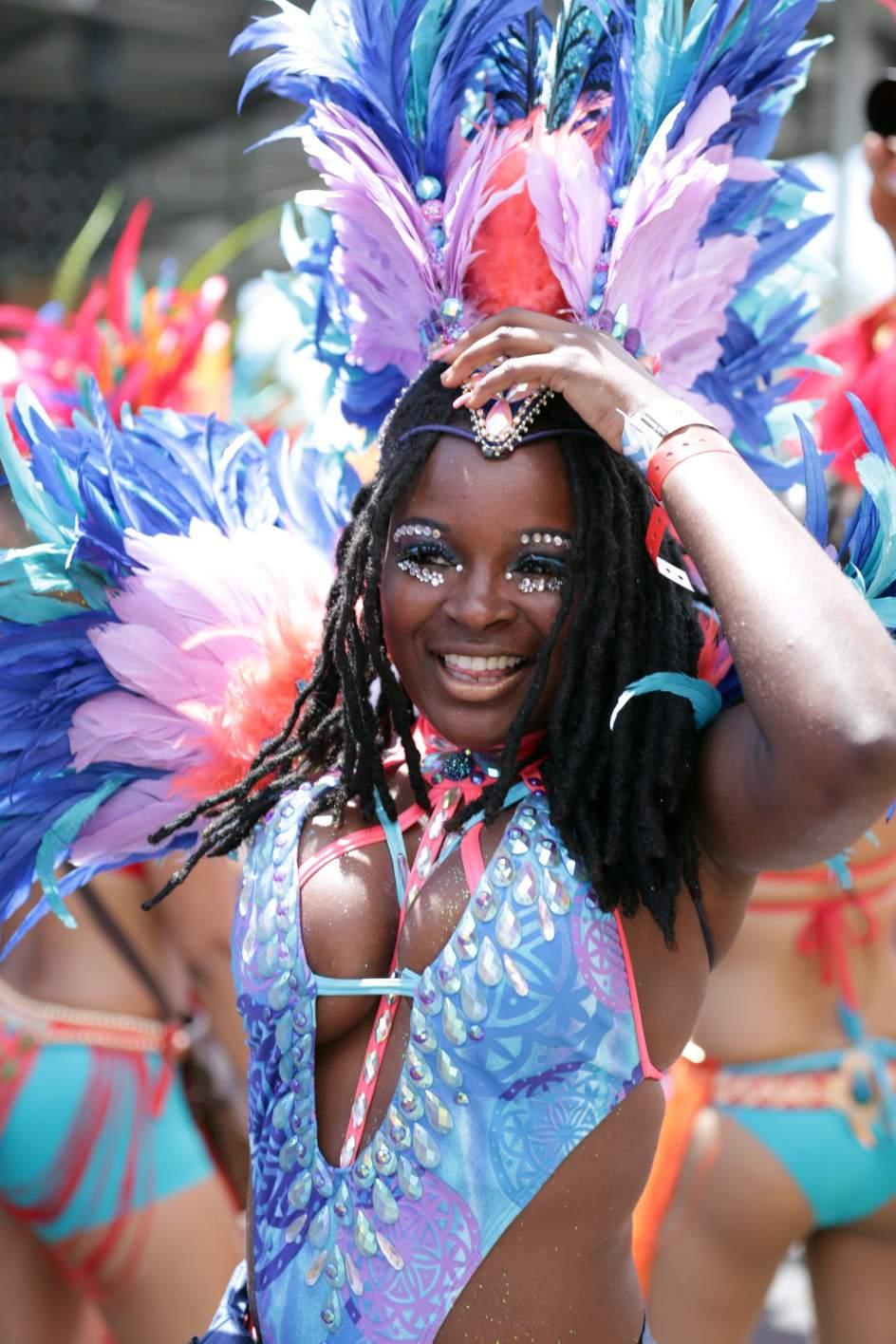 Carnaval de Trinidad y Tobago. Una integrante de Island People's 2015 presentation Celebration participa en el desfile, durante la celebración del Carnaval de Trinidad y Tobago en el Queen's Park Savannah, en Puerto España (Trinidad y Tobago).