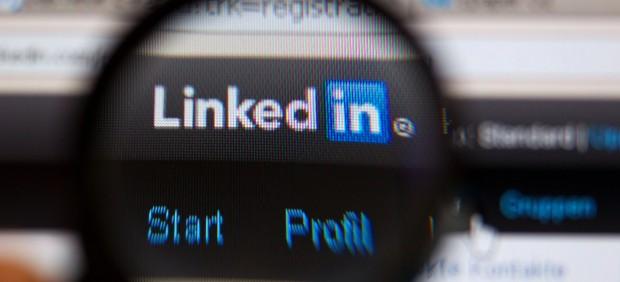 Llega a España la función de LinkedIn que permite buscar trabajo sin que lo sepan tus jefes