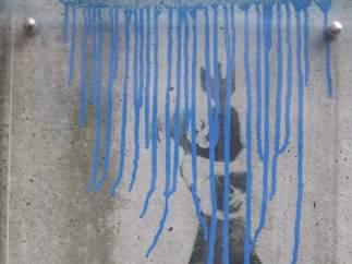 La única obra del grafitero Banksy en Alemania, dañada
