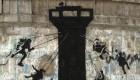 Banksy se cuela en la franja de Gaza