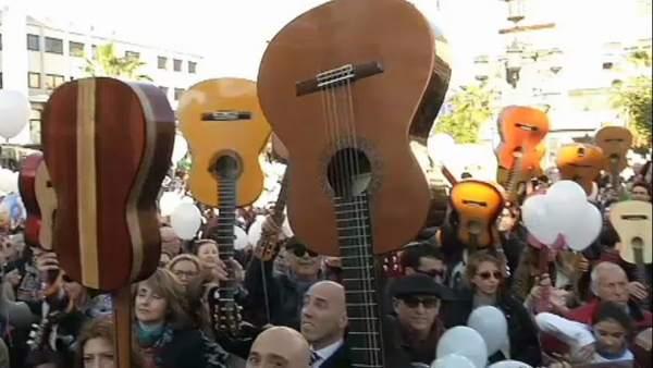 Ver v�deo Algeciras recuerda a Paco de Luc�a