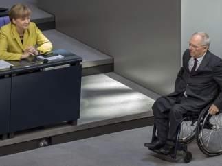 Wolfgang Schäuble, ante la mirada de Merkel