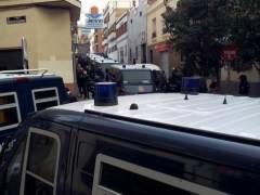 Furgones policiales en Vallecas