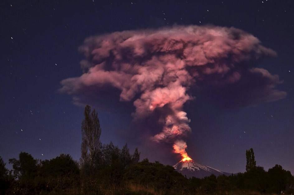 El volcán Villarrica entra en erupción