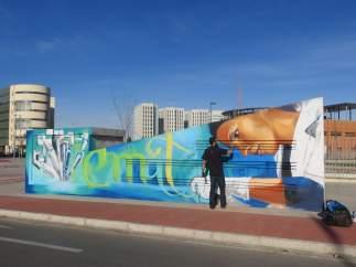 El Niño de las Pinturas trabaja en uno de los grafitis del PTS.