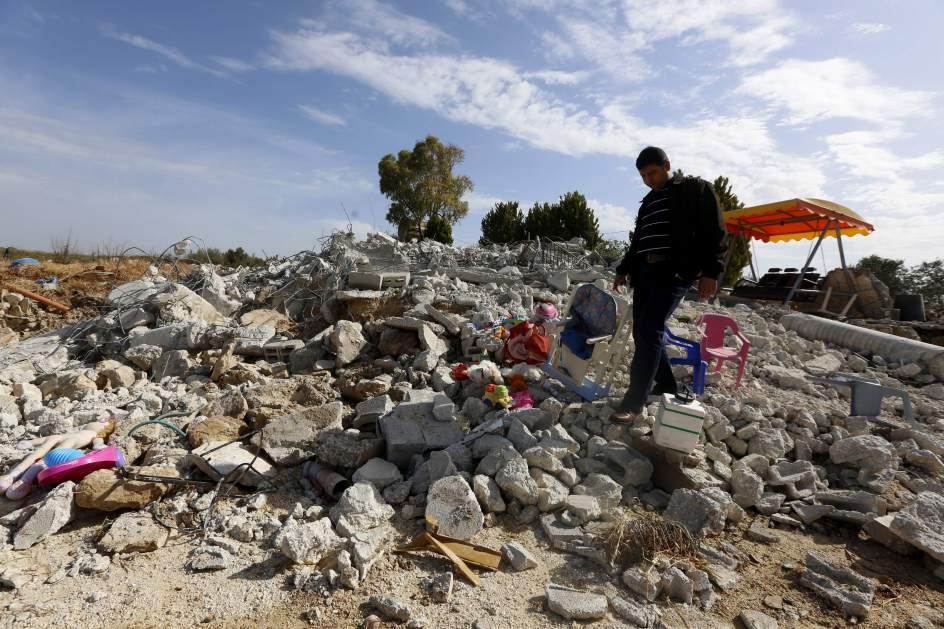 El ejército israelí demuele una casa cisjordana