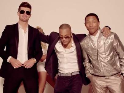Pharrell Williams, Robin Thicke y el rapero T. I. cantando Blurred Lines