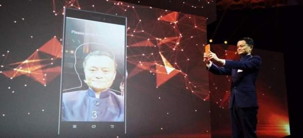 Pagar con tu cara: ¿acabarán los 'selfies' con las contraseñas al comprar por Internet?