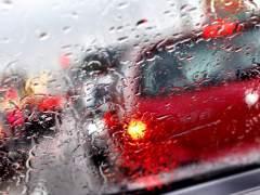 Hasta 140 km de retenciones en las entradas y circunvalaciones de la capital por la lluvia