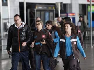 Familiares de las víctimas, en El Prat.