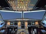 Fotografía de la cabina de un avión