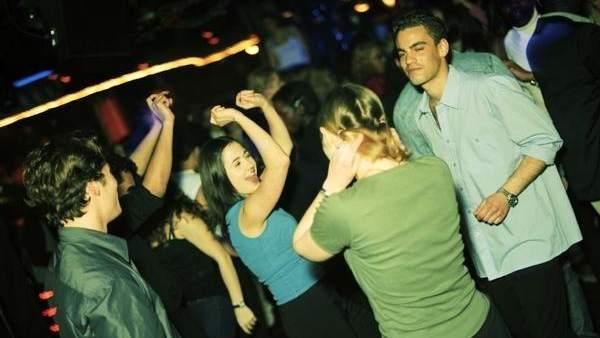 Jóvenes de fiesta