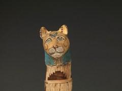 Momia de gato. Materia org�nica, lino, cartonaje policromado, Baja �poca (664-332 a. C.) o Periodo Ptolemaico (332-30 a. C.)