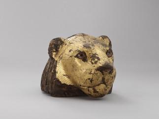 Elemento de un mueble en forma de cabeza de le�n, Madera de taray (Tamarix aphylla), Baja �poca (664-332 a. C.)