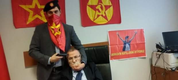 Toman como rehén a un fiscal turco