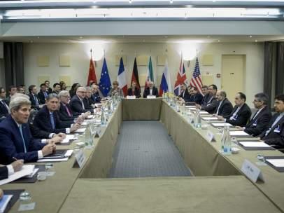Mesa de negociaci�n entre Ir�n, EE UU y la UE