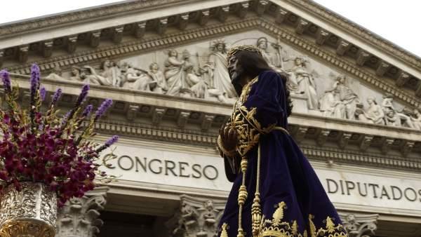 El Cristo de Medinaceli, frente al Congreso