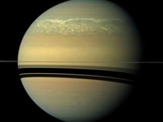 Tormentas en Saturno