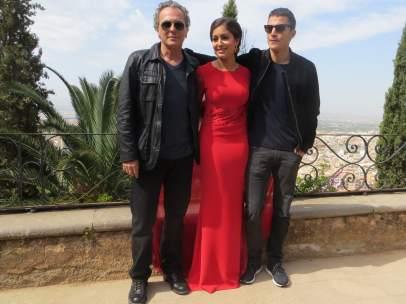 José Coronado, Hiba Abouk y Alex Gonzalez en el Carmen de los Mártires de Granada.