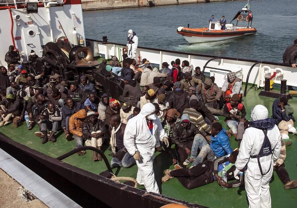 Fallecen 400 inmigrantes al naufragar su embarcación